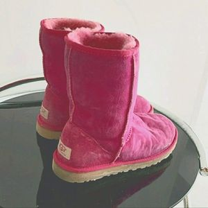 Pink Sheepskin Classic Uggs in Size 6